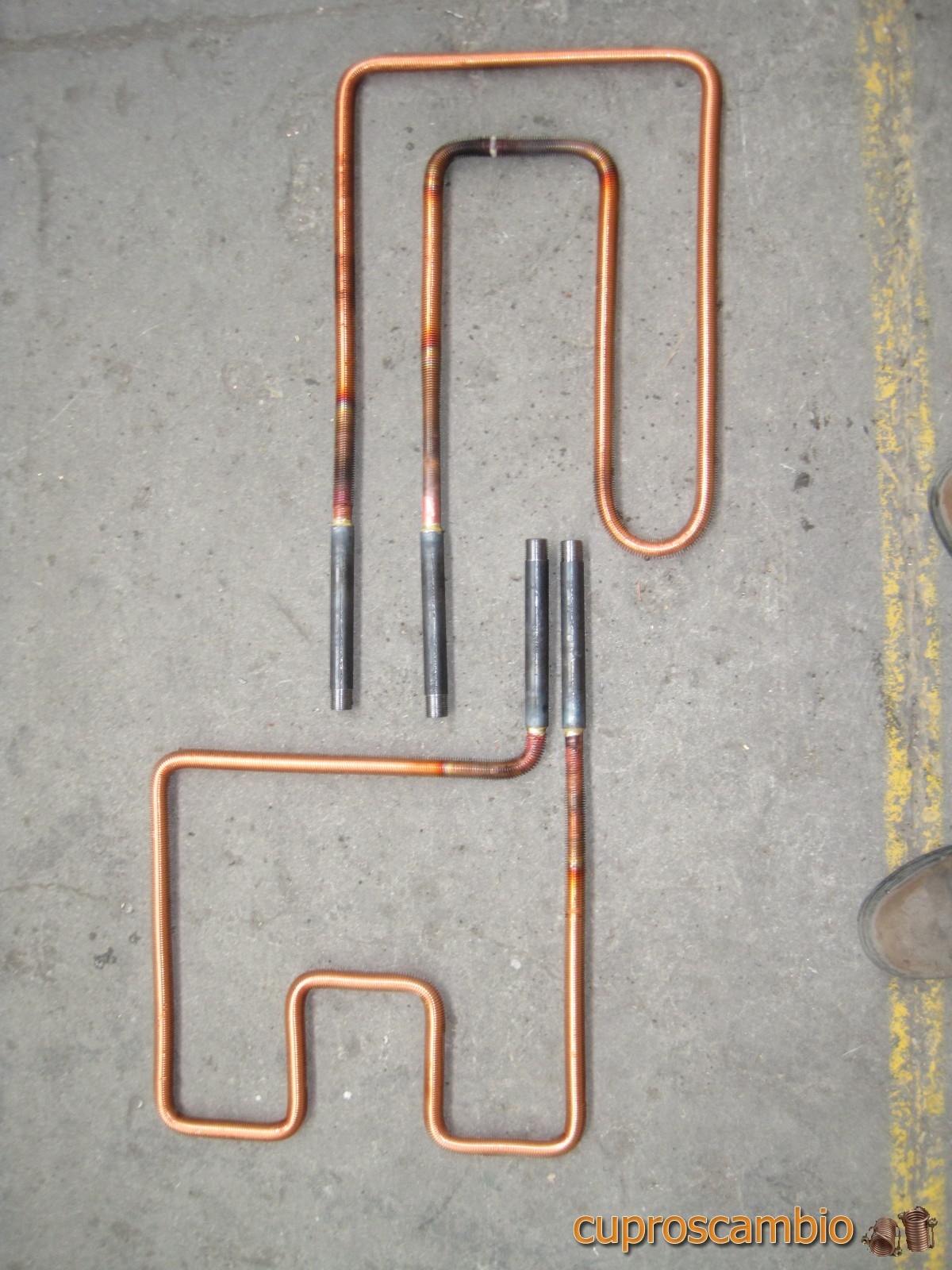 Serpentine di rame alettato per lo scarico termico su for Doccia tubo di rame